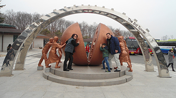 hlt_SKFamilySculpture360201